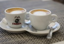Kaffeetassen mit korsischem Wappen
